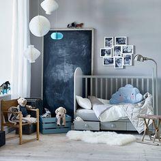 Slaap kindje slaap. Check link in bio voor onze #baby #checklist! #GONATT #babybed #FJÄDERMOLN #kussen #kinderkamer #IKEA #IKEAnederland