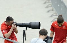 Josip Drmic übt sich als Fotograf.