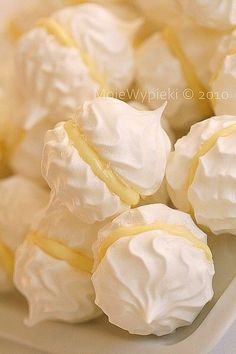 34 Gorgeous Meringue Creations is part of Desserts I love meringue cookies And I love how beautiful they look! Check out these gorgeous meringue creations! Lemon Desserts, Lemon Recipes, Just Desserts, Sweet Recipes, Cheap Recipes, Mini Desserts, Plated Desserts, Meringue Cookie Recipe, Cookie Recipes
