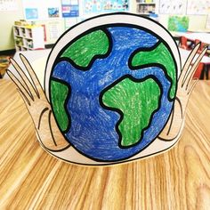 Are you teaching about the Earth or celebrating Earth Day with your preschool, kindergarten, and first grade students? Here is a free Earth Day Hat (or two) from Simply Kinder for your students to show the world what they learned about. Earth Day Activities, Spring Activities, Holiday Activities, Earth Craft, Earth Day Crafts, Kindergarten Activities, Classroom Activities, Classroom Ideas, Preschool Ideas