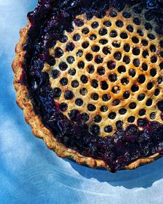 Invite me to your lake-side cottage and I'll most positively carry a heat, just-baked pie. 🥧 This magnificence is a wild Quebec blueberry pie with a contact of ginger. Pie Recipes, Sweet Recipes, Baking Recipes, Dessert Recipes, Desserts, Outdoor Buffet, Cooking With Essential Oils, Canadian Thanksgiving, Baked Strawberries