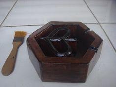 Asbak kayu model Logo Vespa Waruh Tampak samping kiri