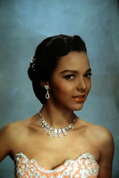 A gorgeous publicity photo of Dorothy Dandridge circa the 1950s