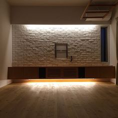 4LDKで、家族の、リビング/間接照明/レンガ/壁掛けテレビについてのインテリア実例。 「このアイテムについて...」 (2015-07-22 19:56:56に共有されました) House Main Door, Tv Unit Furniture, Living Room Tv Unit Designs, Bedroom Bed Design, Contemporary Design, House Plans, New Homes, Interior Design, Home Decor