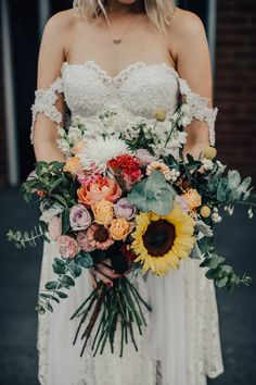 Boho bride with sunflower bouquet