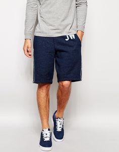 Shorts von Jack Wills Sweatstoff mit Fleecefutter Taillenbund mit Kordelzug schräge Seitentaschen Logoverzierung Streifenapplikation Straight Fit - gerader Beinschnitt Maschinenwäsche 100% Baumwolle Model trägt Größe M und ist 188 cm/6 Fuß 2 Zoll groß
