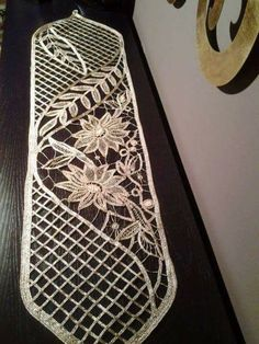 off white lace trim venise lace trim with leaf by WeddingbySophie Freeform Crochet, Irish Crochet, Crochet Motif, Crochet Doilies, Crochet Flowers, Crochet Lace, Lace Patterns, Crochet Patterns, Fabric Stiffener