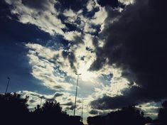 Post da Instagram: #cielo #cielomania #sky #cielodeldia #clouds #love_all_sky #sky_captures #sky_scapes #nubes #skylovers #skyviewers #beautiful #italy #sun