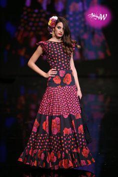 Pilar Vera, fotos del desfile en SIMOF 2019 Spanish Dress, Spanish Dancer, Spanish Style, Flamenco Costume, Flamenco Dancers, Hippie Style, Spanish Fashion, Costume Design, Unique Fashion