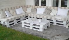 This white wooden pallet couch can be placed at outdoors like yard or lawn for a lovely seating place. Enjoy with your friends and family while sitting on this white wooden pallet couch at outdoors or indoors.