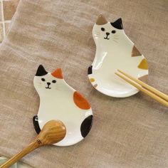 """http://KittyCommotion.com says, """"Cute calico cat plates!"""""""