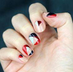 Nos encantan las formas geométricas para el 2017. #manicure super original