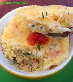 Mi primer mug cake inspirado en el libro de Victoria's Cakes Es un mug de patata, cebolla, queso de cabra y jamón serrano aromatizado con tomillo. Os recomiendo 100% su libro, tiene un montón de recetas de mugs cakes salados y dulces y explica genial la técnica. Se hacen en 5 minutos en el microondas, Una pasada!!!http://recetasysonrisas.blogspot.com.es/2015/02/mug-cake-de-patata-cebolla-queso-cabra.html #recipe#receta#food #cheese#ham#yummy#mug#mugcake