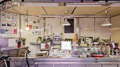 Arte y gastronomía en un mismo puesto del mercado de Antón Martín (artículo abc)