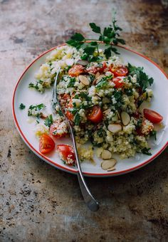 Roasted cauliflower tabbouleh salad with crispy toasted almonds - The Clever Carrot