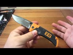 """Knife Review : Bear Grylls Survival Series """"Scout"""" Folder - YouTube"""