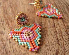 Perles Boucles d'oreilles avec des motifs par Charmandculture
