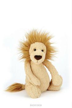 RoaRR! Coup de cœur pour la petite peluche lion de chez Jellycat <3 Le lionceau a une bonne bouille, il est très agréable à manipuler, il est vraiment super doux, il convient pour les enfants à partir d'un an et il est disponible sur la boutique en ligne de Bonjour Bibiche au rayon peluches #peluche #lion #jellycat #bonjourbibiche #cadeau #anniversaire #bébé #bebes #animal #mignon #noel #marron #kidsroom #chambrebebe #chambreenfant #enfant #plush #king #jungle #conceptstore #kids #1