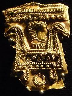 De España hasta los cantares:  Serradilla Treasure,found in 1965 in Caceres,Spain Phoenician gold jewelry,750 BC