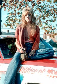 Stevie Nicks 1975 // bell-bottom jeans