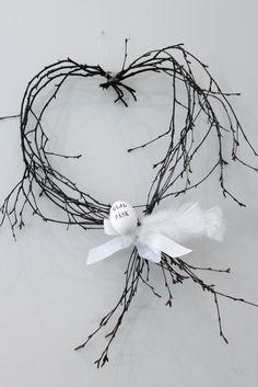 Þarf ekki mikið til að gera fallegt : Easter wreath Happy Easter, Easter Bunny, Easter Eggs, Deco Floral, Arte Floral, Valentine Wreath, Valentines, Deco Nature, Diy Ostern