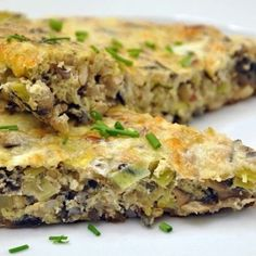 wild rice frittata with mushrooms and leek (use almond milk instead of half and half) Vegan Vegetarian, Paleo, Diet Recipes, Vegan Recipes, Some Recipe, Meatless Monday, Frittata, Stuffed Mushrooms, Food And Drink