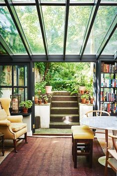 A classic English kitchen leads into a sunny conservatory in this Kiwi's London home. #conservatorygreenhouse