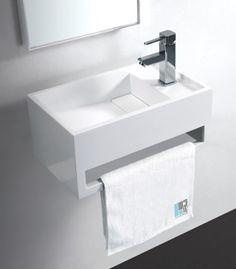 Rue du bain : Avec son style épuré ce Lave Main Rectangulaire 48x30 cm avec porte serviette intégré et évacuation cachée par un couvercle amovible créera une ambiance contemporaine dans votre Espace Toilette.