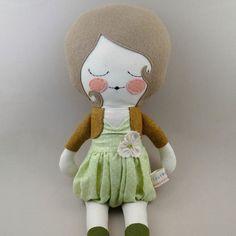 He encontrado este interesante anuncio de Etsy en https://www.etsy.com/es/listing/168209053/bonny-18-cloth-doll-rag-doll