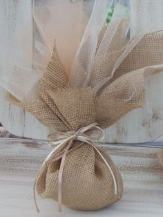 Wedding Gifts For Guests, Wedding Favor Bags, Burlap Crafts, Diy Crafts, Burlap Bags, Burlap Fabric, Bridesmaid Gift Boxes, Mermaid Baby Showers, Baby Wedding