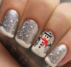Snowman inspired Christmas nail art. Recreate the snowman and the snow with this nail art reference. Make use of a combination of nail polish and glitter polish for that sparkling effect.