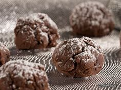 Fudgy Chocolate Cookies - The next time youve got a hankering for some chocolate, reach for one of these fudgy chocolate cookies. This dessert recipe is great for potlucks or just to store in your cookie jar! Diabetic Cookie Recipes, Diabetic Desserts, Baking Recipes, Dessert Recipes, Healthy Recipes, Chocolate Sweets, Chocolate Cookie Recipes, Chocolate Cookies, Sugar Free Sweets