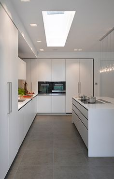 minimal kitchen You can't go wrong with a simple, top quality, bespoke kitchen by Roundhouse Design Interior Design Kitchen, Kitchen Cabinet Design, Home Decor Kitchen, Luxury Kitchens, Contemporary Kitchen Design, Kitchen Room Design, Kitchen Design, Kitchen Layout, Contemporary Kitchen