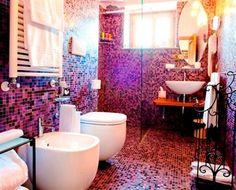 Bright pink bathroom in Schiazzano (Italy) - Campaya