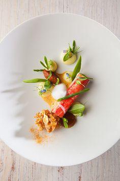 Crab - Sergio Herman L'art de dresser et présenter une assiette comme un chef de la gastronomie... https://www.facebook.com/VisionsGourmandes http://visionsgourmandes.com #gastronomie #gastronomy #chef #presentation #presenter #decorer #plating #recette #food #dressage #assiette #artculinaire