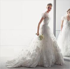 LOVE this Oscar de la Renta #wedding #gown