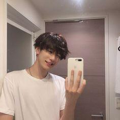 Korean Boys Hot, Korean Boys Ulzzang, Ulzzang Boy, Bad Boy Aesthetic, Character Aesthetic, Aesthetic Grunge, Cute Asian Guys, Asian Boys, Cute Guys
