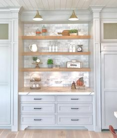 The Best Colorful Beach House Decor Home Decor Kitchen, New Kitchen, Kitchen Dining, Kitchen Hutch, Dining Room, Modern Farmhouse Kitchens, Home Kitchens, Home Design, Home Luxury