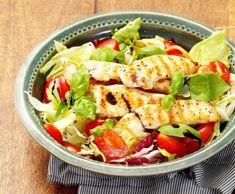 Zeleninový salát s kousky grilovaného kuřecího masa Tofu, Cobb Salad, Feta, Potato Salad, Paleo, Food And Drink, Potatoes, Chicken, Healthy