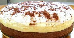 Jednoduchý dort, který má jako základ kakaový korpus následovaný jemným vanilkovým krémem a nakonec zdobení ze smetany a kakaa. Příprava vám zabere jen hodinku, skvěle se hodí jako rychlý narozeninový nebo delikátní zákusek ke kávě pro hosty. 🙂Doba přípravy: 1 h