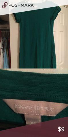Banana Republic T-shirt dress 100% cotton t-shirt dress by Banana. Emerald green. Features a single rolled button enclosed short sleeve. Like new! Banana Republic Dresses Midi