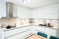 #IXINA #IXINAroda #IXINAkitchen #germankitchens #modernkitchen #whitekitchen #Lshapedkitchen #kitchendesign #kitchenfurniture #kitchenideas #kitchendecor #whitekitchen #kitchengermandesign #bucatarieIXINA #bucatariemoderna Modern, Kitchen Design, Kitchen Cabinets, Design Inspiration, Furniture, Home Decor, Trendy Tree, Decoration Home, Design Of Kitchen