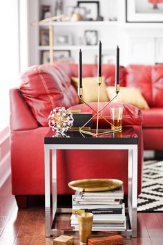 The crisp geometry and high shine of the Cielo end table adds instant modern flair to any space. This highly polished piece with a bright chrome base and black poly top offers countless design possibilities. The square shape and clean lines blend beautifully with multiple styles of décor.