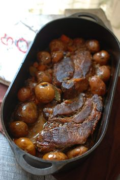 POT ROAST It seems like folks these days are so interested in quick and easy that they forget how delicious slow and steady can be. Don't get me wrong. Quick and easy plays a significant roll in my nightly d. Chuck Roast Recipes, Pot Roast Recipes, Crockpot Recipes, Cooking Recipes, Bulk Cooking, Dinner Recipes, Roaster Oven Recipes, Dutch Oven Recipes, Roaster Recipe