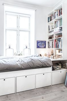 Smarthome and compact living are bigs trends right now. Here we have a bed with storage underneath Smarthome and compact living are bigs trends right now. Here we have a bed with storage underneath Home Decor Bedroom, Bed Storage, Floor Lamp Bedroom, Bedroom Decor, Apartment Decor, Bedroom Interior, Bedroom Lighting Design, Modern Bedroom, Studio Apartment Decorating