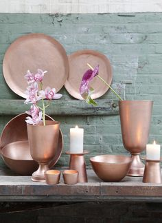 I love how the green and copper corresponds... the unusual flowers and unusual accessiores match very well together #bywstudent
