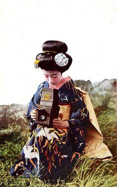 Maiko Hatsuko with camera, 1920s