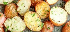 Lots of side dishes - Garlic Parmesan Roasted Potatoes - These buttery garlic potatoes are tossed with Parmesan goodness and roasted to crisp-tender perfection! Potato Dishes, Potato Recipes, Food Dishes, Pasta Dishes, Vegetable Side Dishes, Vegetable Recipes, Veggie Food, Garlic Parmesan Roasted Potatoes, Garlic Minced
