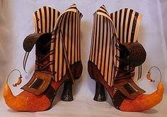 Papier mache Witch boots--here's a better link: http://lifeartcollide.blogspot.ca/2011/09/papier-mache-witch-boots-in-progress.html