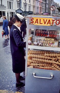 Everyday Life of '70s London Through A Swedish Traveler's Lens